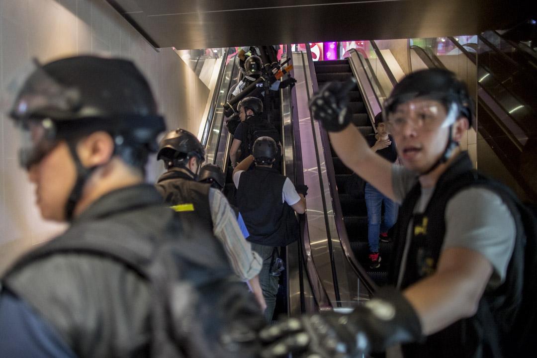 2019年7月13日,上水遊行後,示威者在街上集結,其後警察於晚上開始清場。