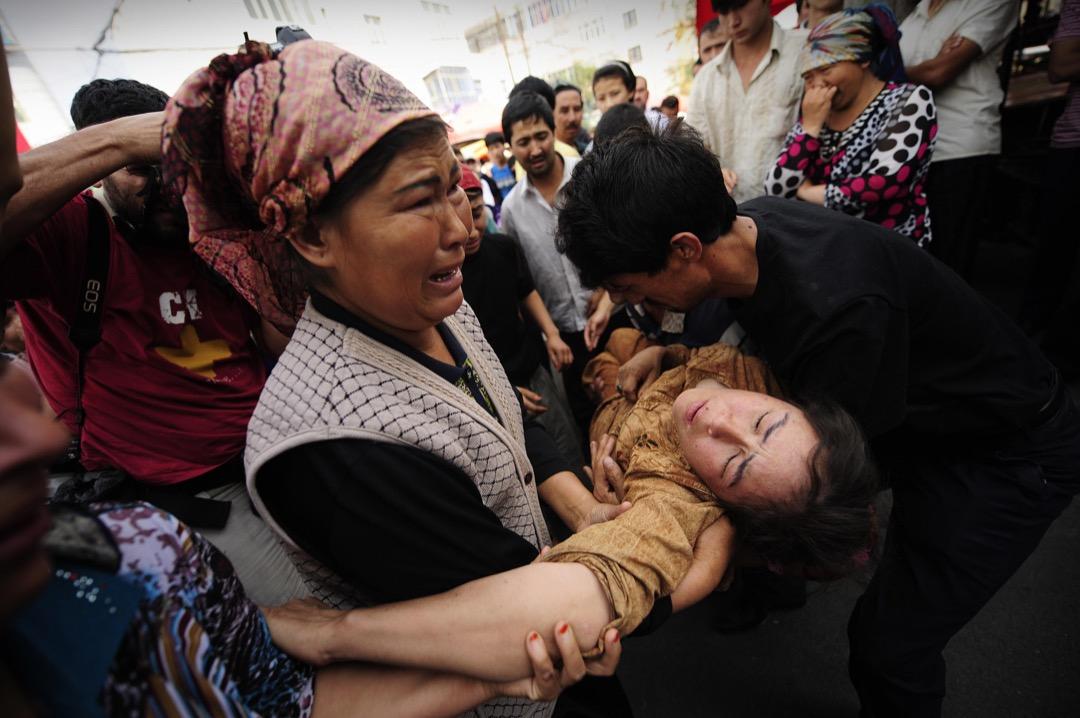 經此一劫,恐懼幾乎深植於每個烏魯木齊人的心底深處,不論掩藏得多好,總會不經意地流淌出來。