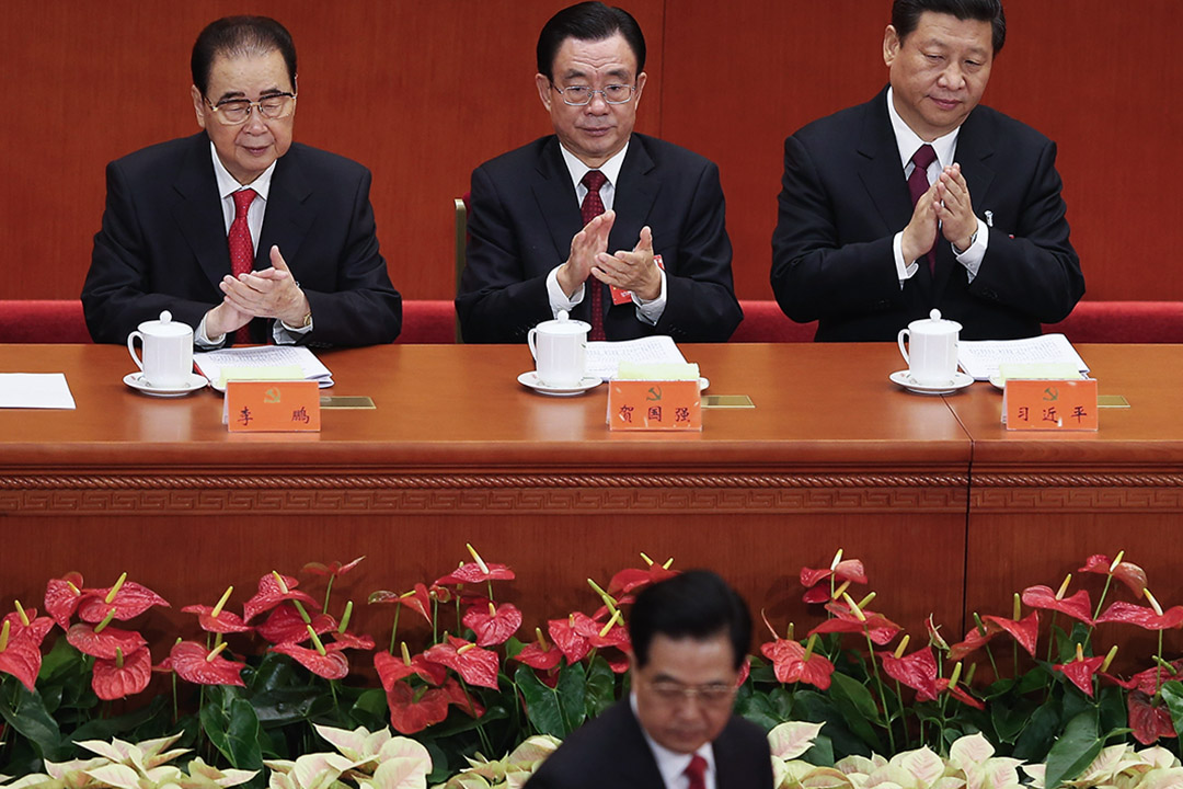 2012年11月8日中國北京的人民大會堂,中國國家主席胡錦濤在十八大召開開幕式上經過前總理李鵬。