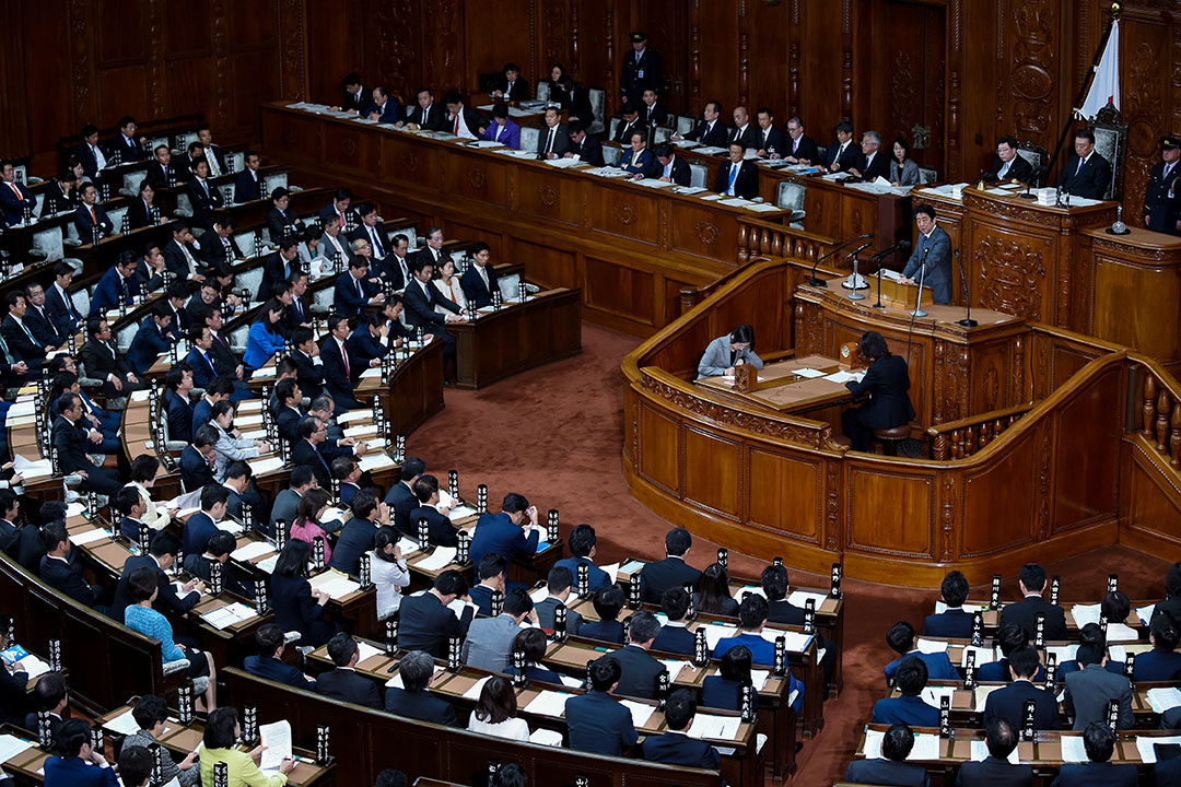 2017年11月20日,日本首相安倍晉三在東京議會舉行的全體會議。 攝:Toru Yamanaka/AFP via Getty Images