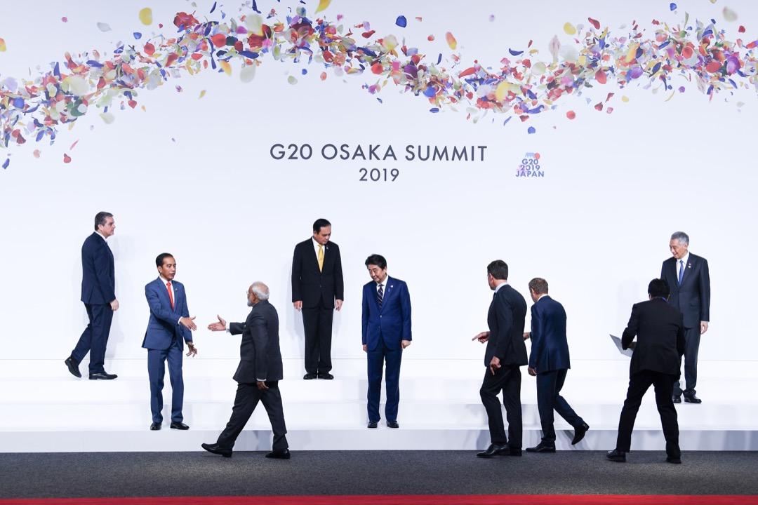 成立迄今 G20 邁入第二十個年頭,這個代表全球八成 GDP 以上的國家論壇,是否仍是多邊主義的重要堡壘,抑或逐漸成為空談的外交秀場? 攝:Brendan Smialowski/AFP/Getty Images
