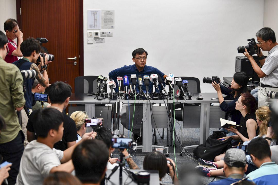 2019年7月22日,何君堯在立法會舉起記者會回應元朗白衣人襲擊事件。