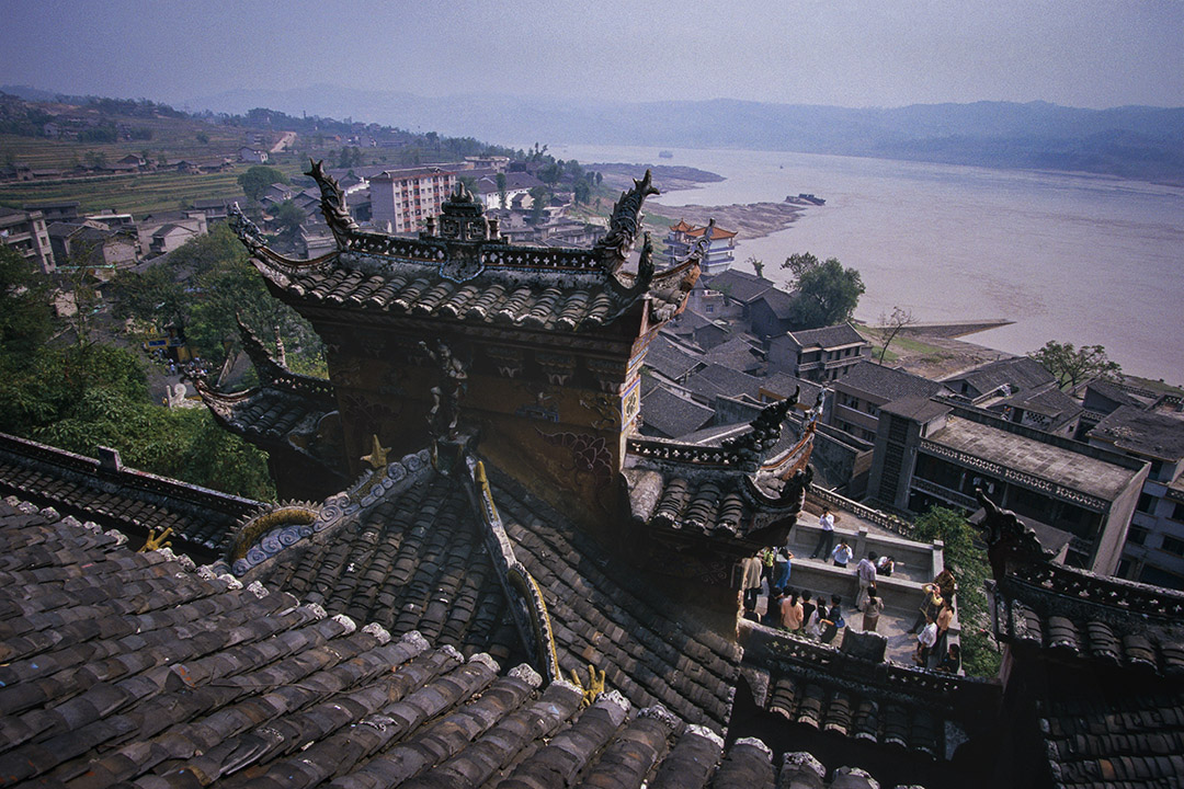 1997年10月1日,從豐都看長江,這座城市在三峽大壩建成後受到影響。
