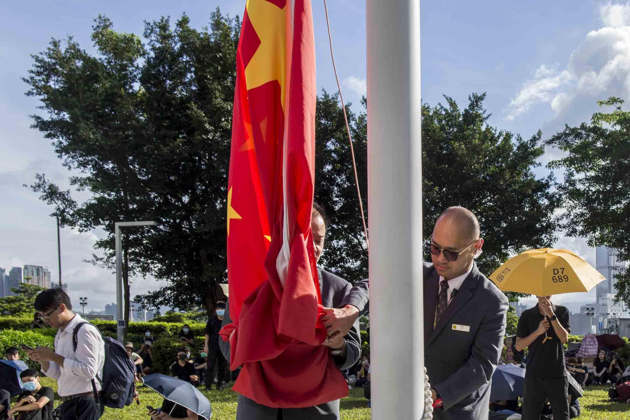 2019年6月21日,立法會升旗時間,示威者正集結。