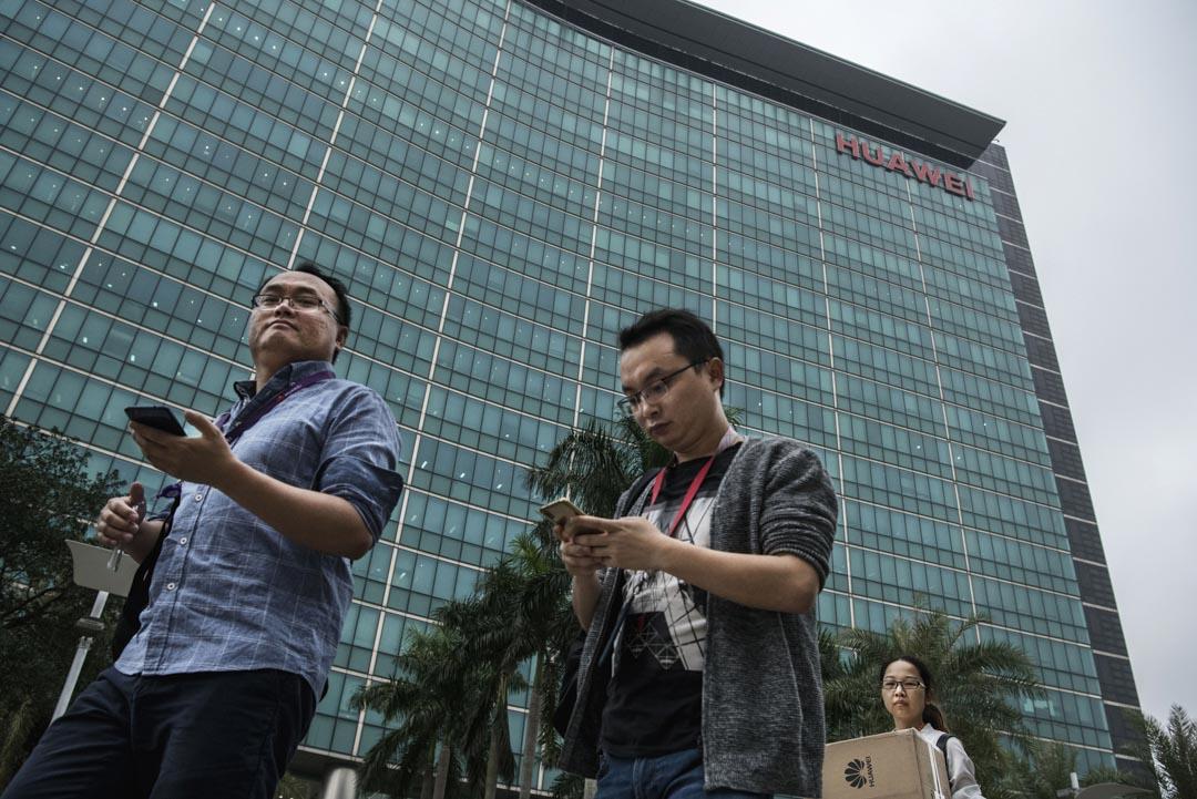 2019年4月12日,深圳華為總部的員工。