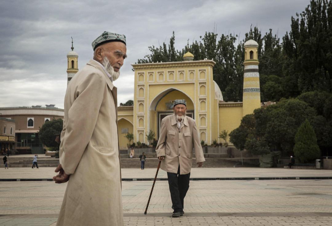 中共領導人越來越多地認為宗教信仰本身與其所希望的統一的泛中國人認同相矛盾,並希望能夠儘快治癒維吾爾人所謂的離經叛道的思想。