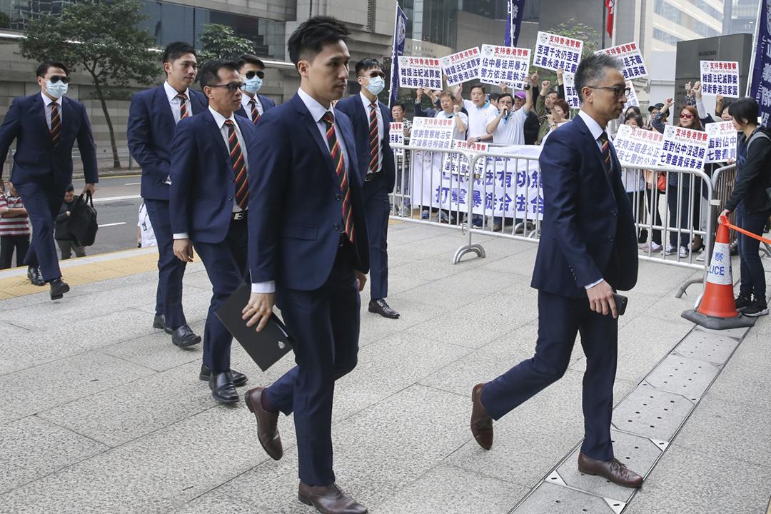 圖為2016年12月5日,「七警案」中七名被告抵達法院應訊。 攝:Sam Tsang / SCMP via Getty Images