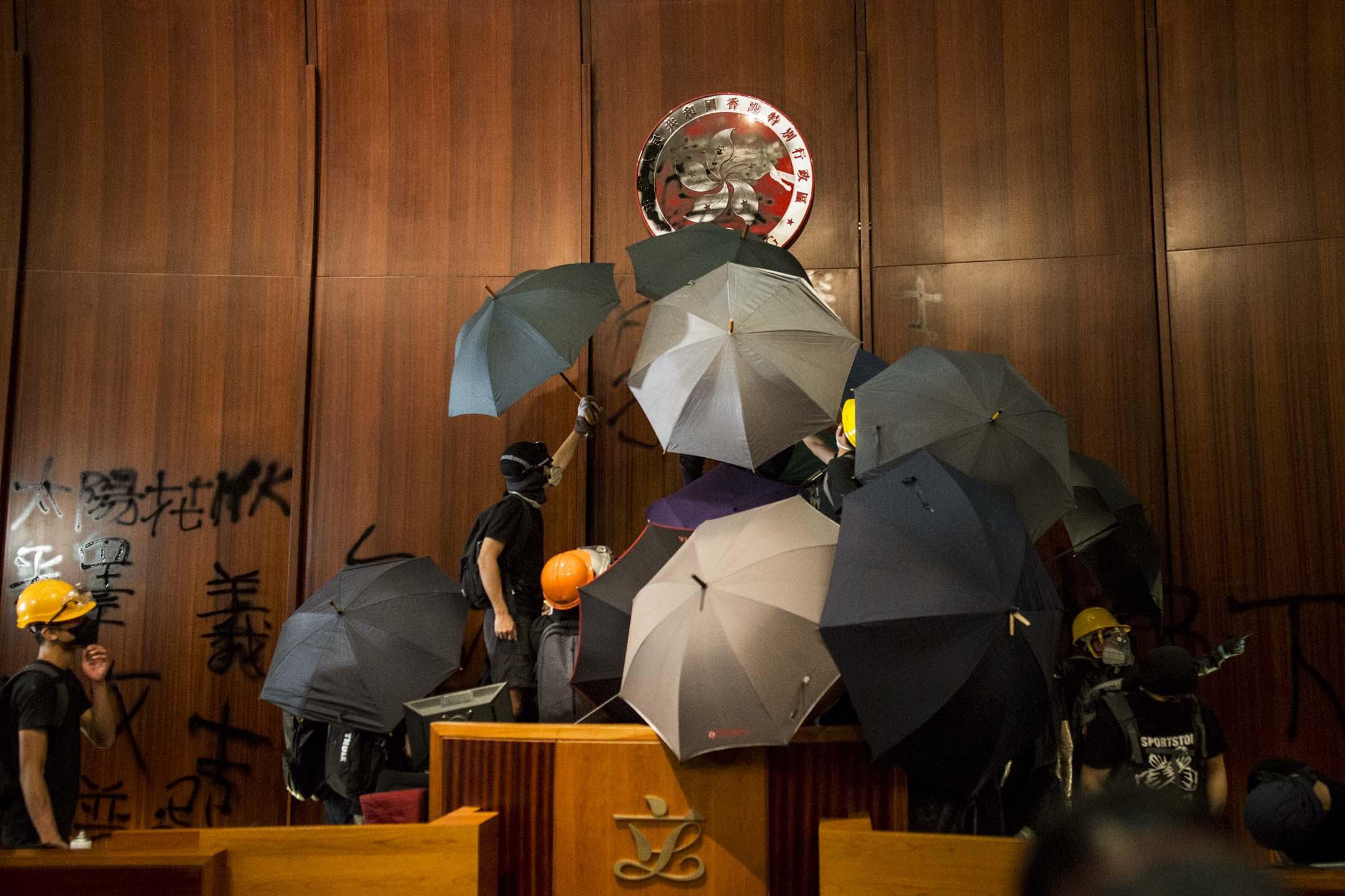 2019年7月1日,立法會會議廳被示威者佔領。