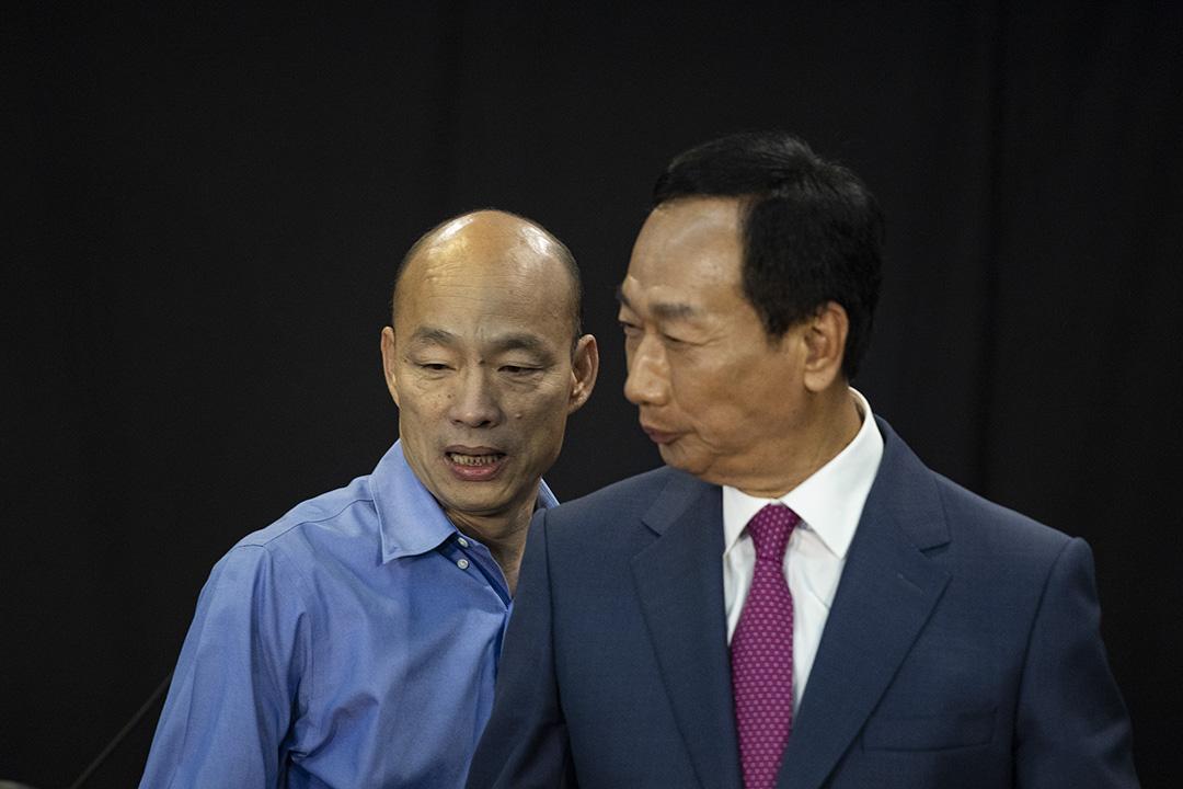 2019年6月25日高雄,2020年總統大選國民黨初選的政見發表會,郭台銘與韓國瑜同台。