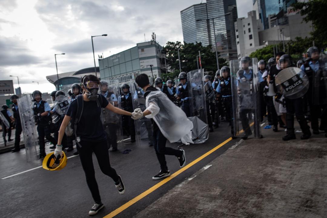 2019年7月1日清晨,示威者集結在通往金紫荊廣場的一段分域碼頭街,被防暴警察驅散。