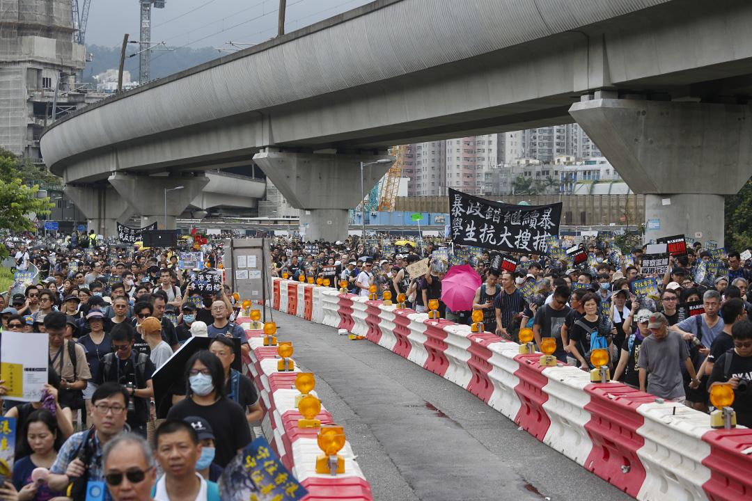 遊行隊伍由大圍翠田街足球場出發。