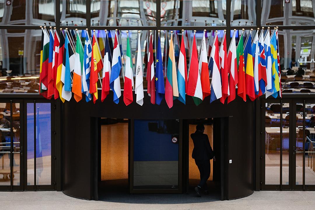 2016年2月18日,歐盟成員國的旗子掛在比利時布魯塞爾歐盟的大廈內。