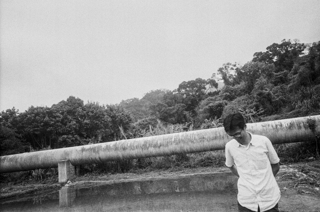 2016年,參選立法會前的朱凱廸在元朗一個草地上。