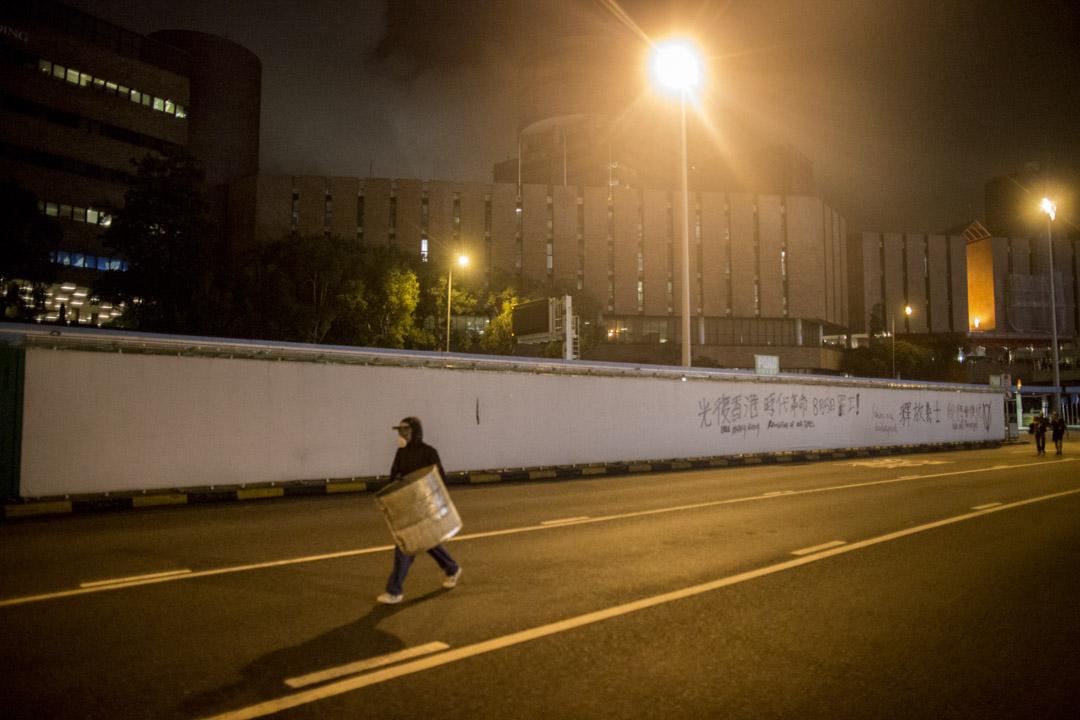 2019年8月3日,示威者在紅磡海底隧道出口噴上「光復香港時代革命」字句。