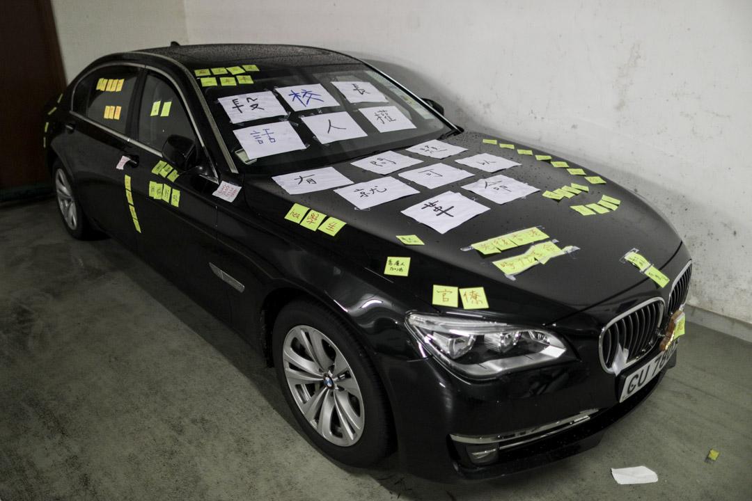 2019年8月1日,學生將段崇智的座駕變成連儂車,在車上貼上彩紙。