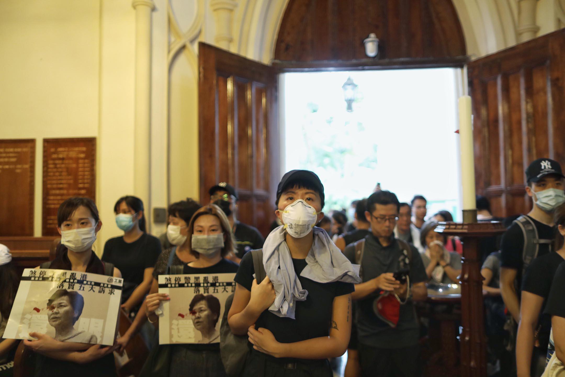 有網民發起「召集十萬基督徒為香港罪人祈禱大遊行」,遊行市民抵達位於中環的聖約翰座堂。