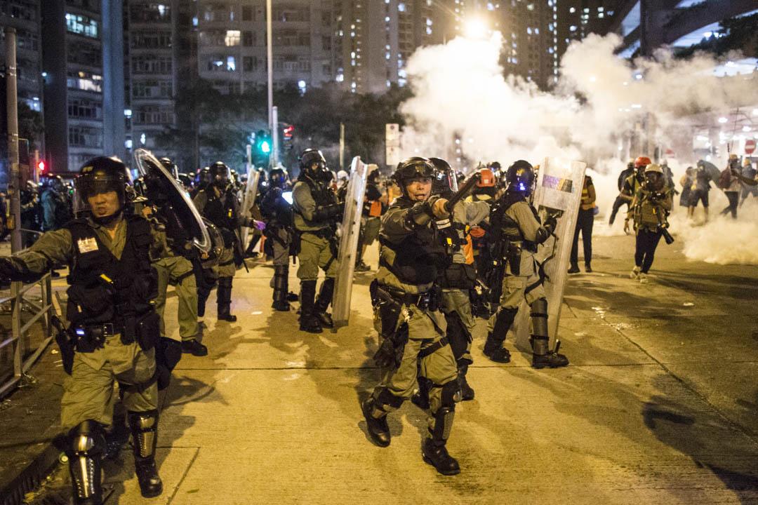 2019年8月3日,警察在黃大仙驅散市民。