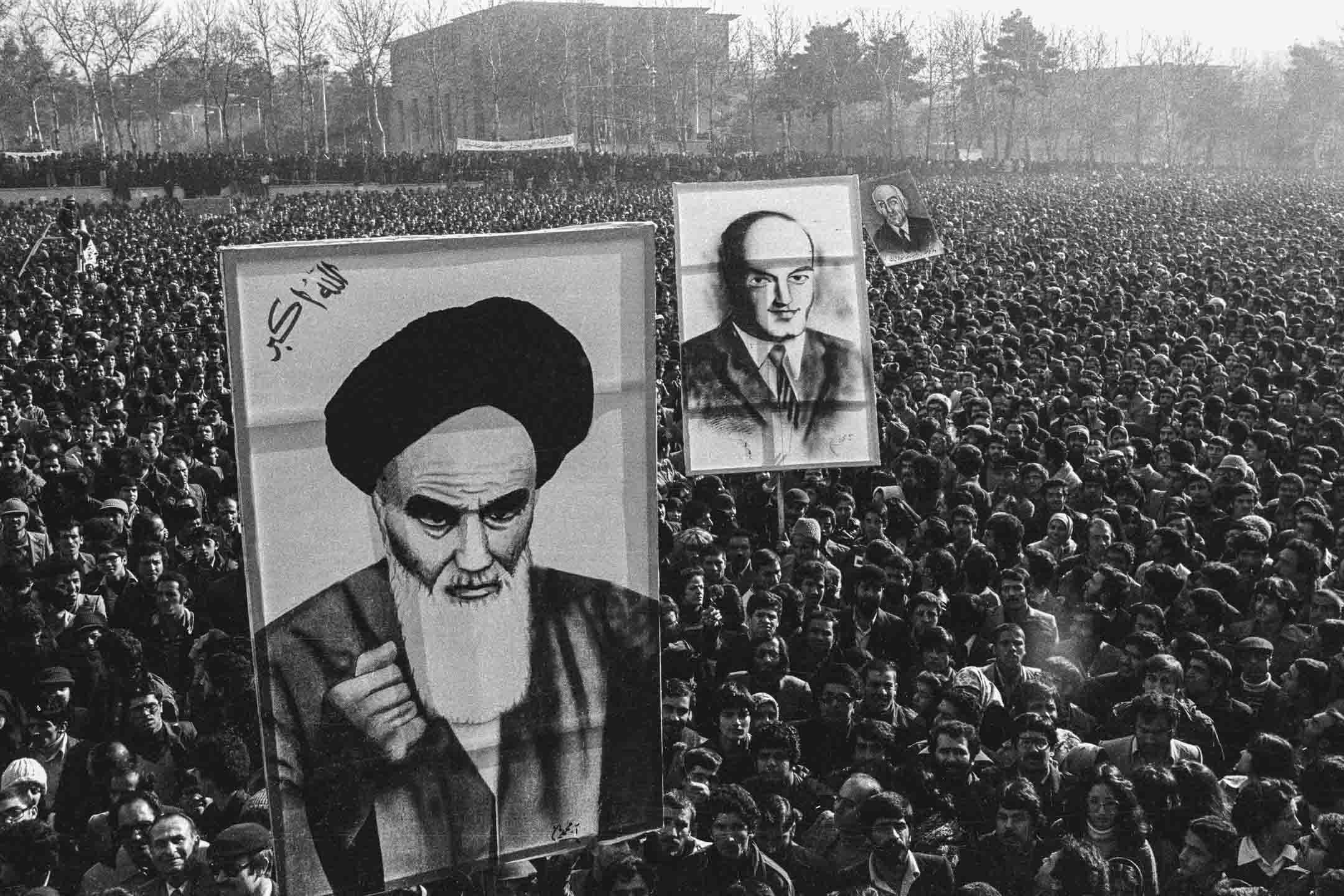 1979年1月13日,約四十萬名反對巴列維國王的示威者將在德黑蘭大學的校園進行大規模示威。 攝:Getty Images