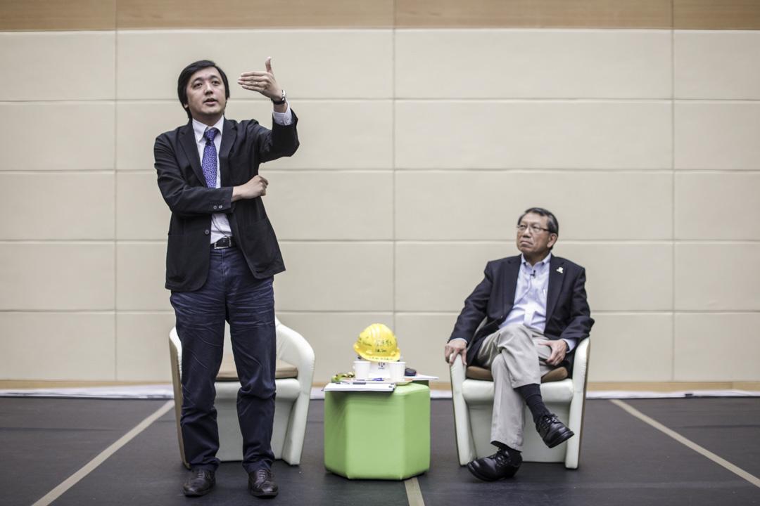 2019年8月1日,中大校長段崇智(右)與學生會面對談。