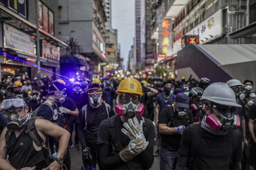 示威者在旺角警署外集結。 攝:Stanley Leung/端傳媒