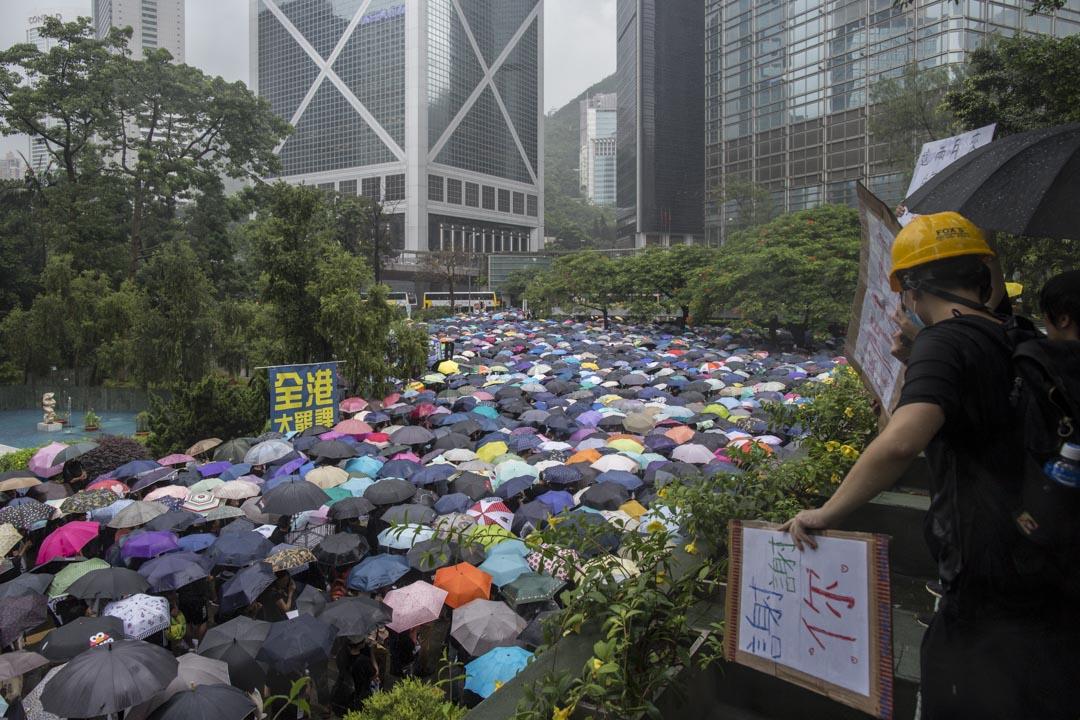 2019年8月17日,有教師發起「守護下一代,為良知發聲」的遊行,早上11時在遮打花園進行集會。