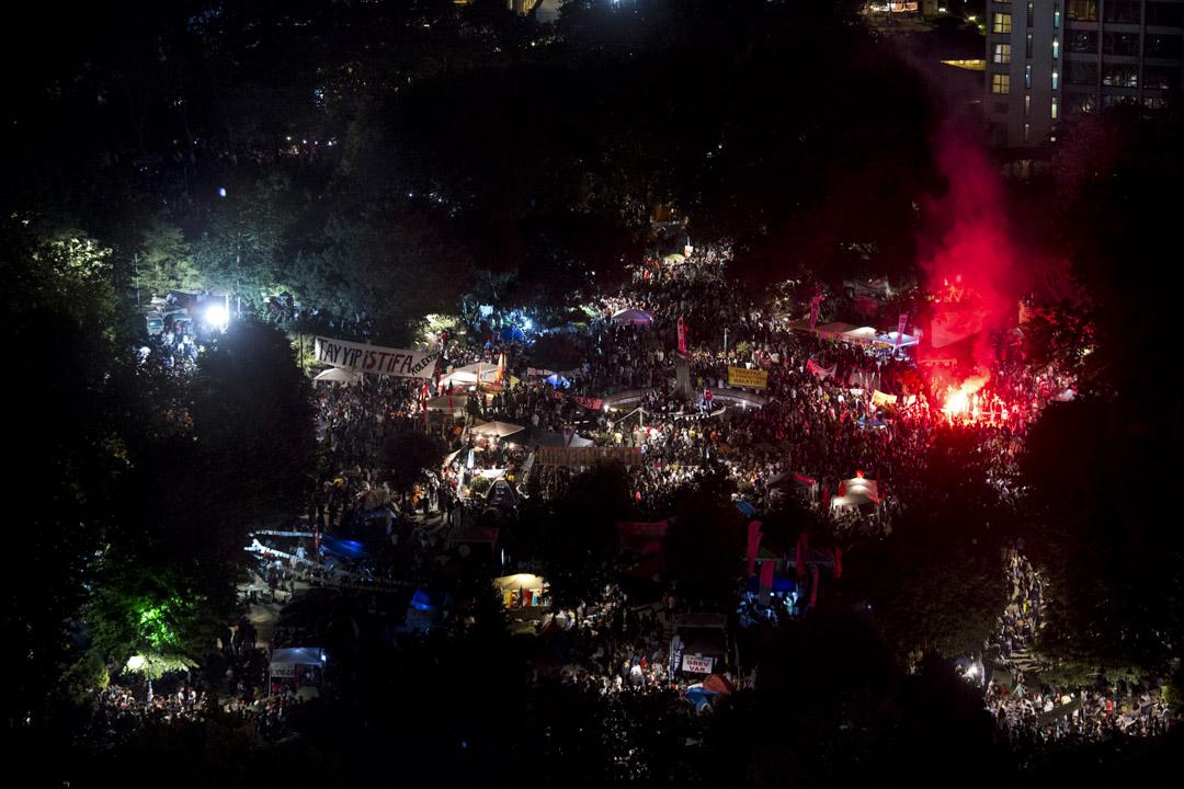 2013年6月9日,數十名環保人士抗議政府強拆伊斯坦堡市蓋齊公園的活動如同蝴蝶效應般神奇,迅速演變為一場全國性的、反埃爾多安的反政府抗議活動。