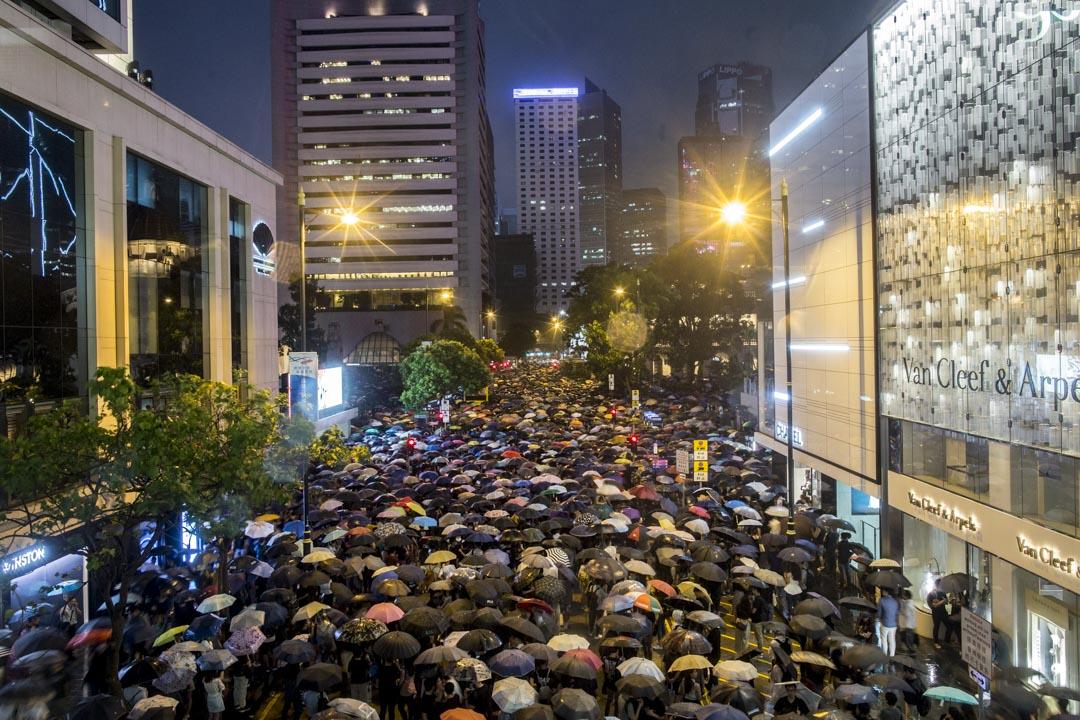 2019年8月2日,香港公務員在中環遮打花園發起的集會,人潮延至遮打道。