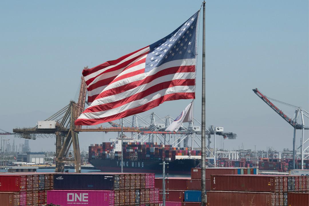 2019年8月1日,美國加州港口正在卸載從亞洲運來的貨箱。 攝:Mark Ralston/Getty Images