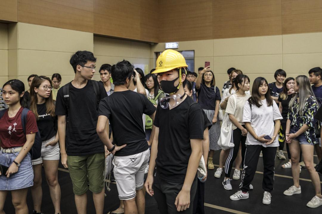 2019年8月1日,中大校長段崇智與學生會面對談,有不少學生頭戴黃色頭盔出席,有學生不滿校長段崇智回應,提早離場抗離。