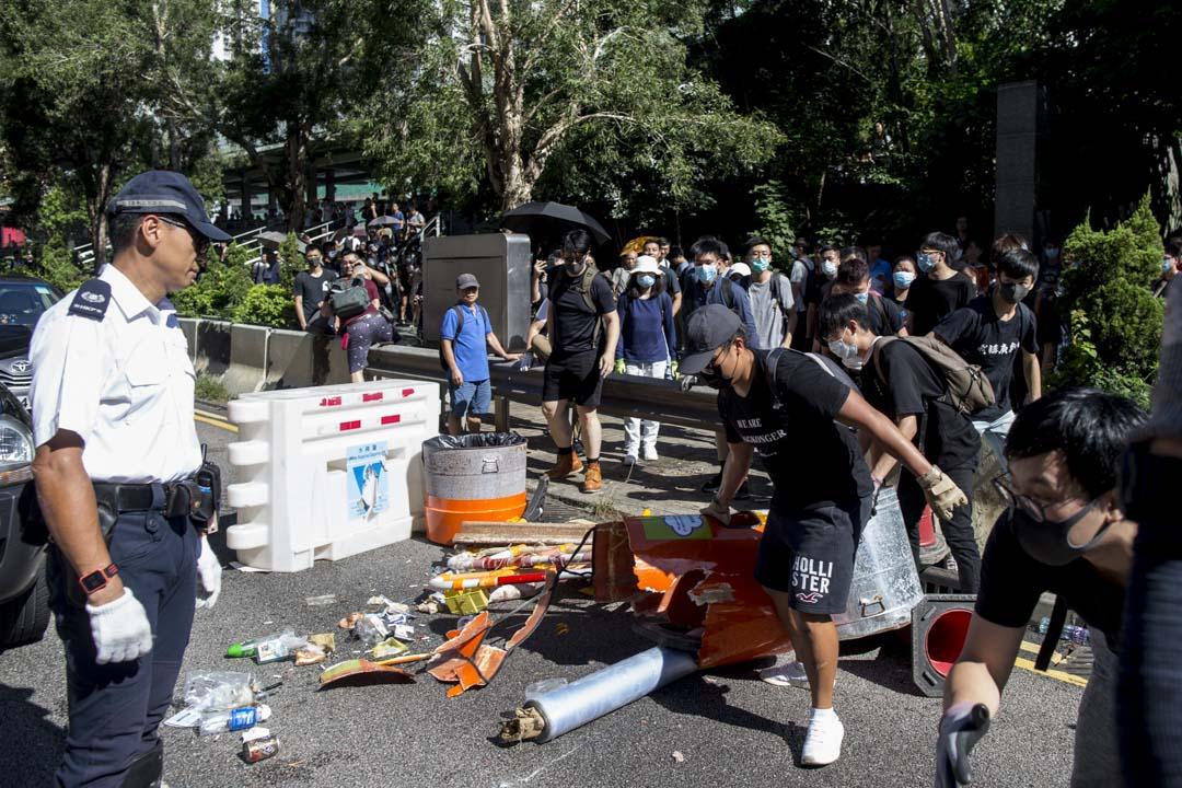 2019年8月5日,早上9時多,龍翔道被示威者再次堵塞。
