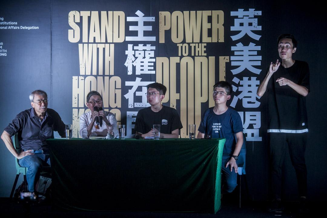 時事評論員練乙錚、前立法會議員吳靄儀及香港眾志黃之鋒。