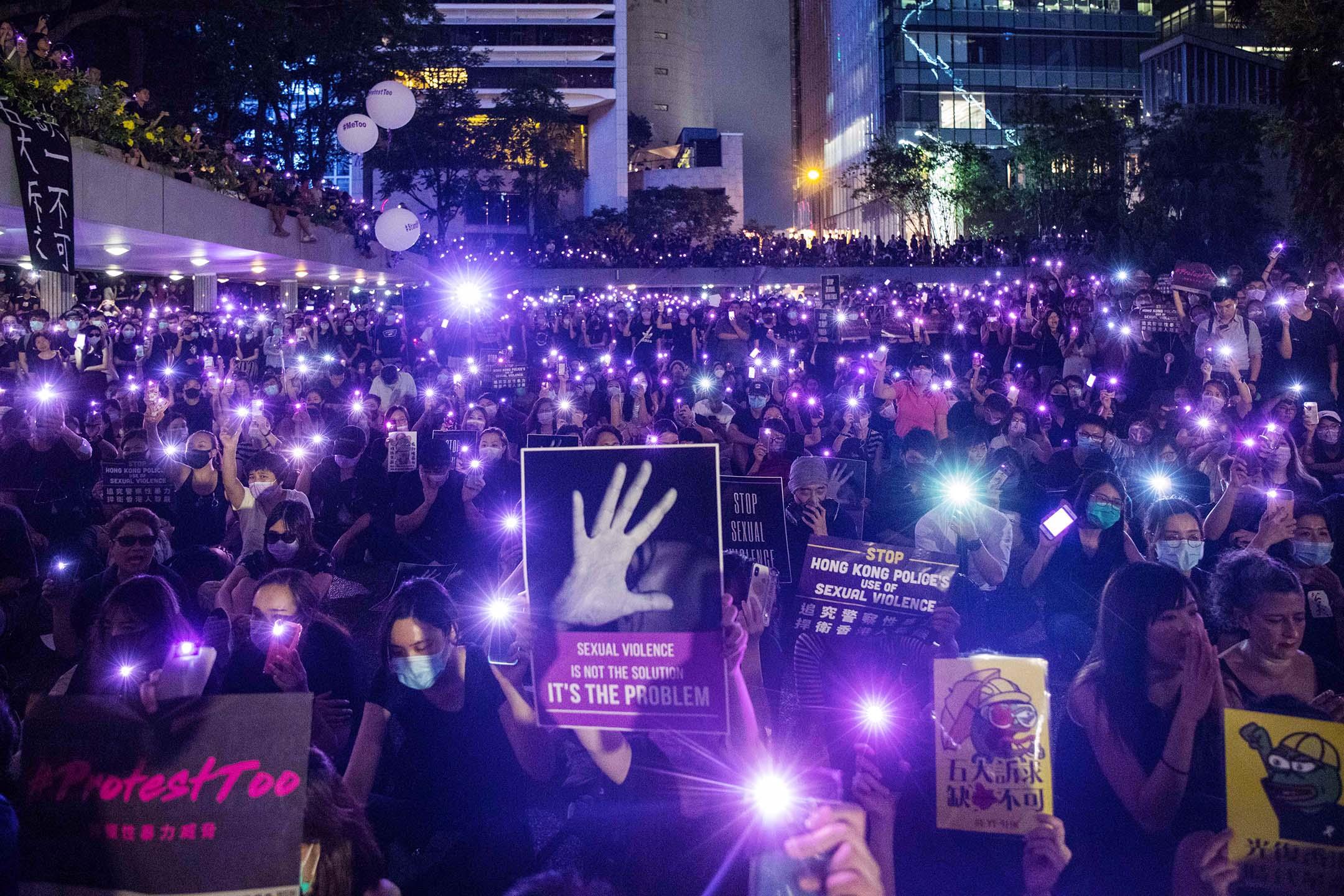 2019年8月28日,平等機會婦女聯席在遮打花園發起集會,主題為「執法為名 凌辱為實」,追討警方以性暴力鎮壓示威者。 攝:陳焯煇/端傳媒