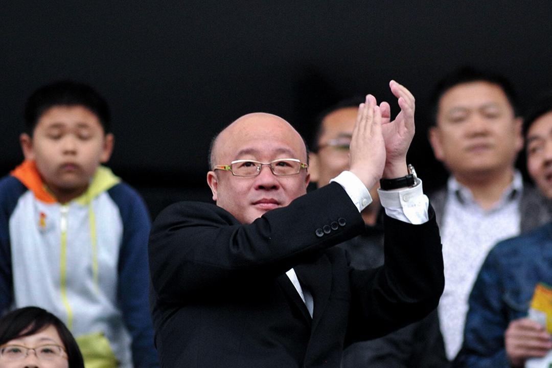 2015年5月2日,江蘇省南京市,錢寶網總裁張小雷現場觀看南京錢寶與河北精英傳媒的足球比賽。