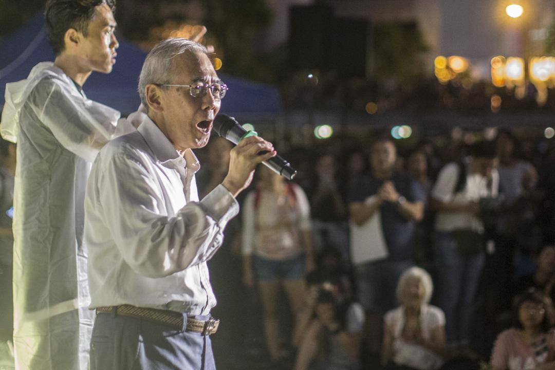 2019年8月2日,香港公務員在中環遮打花園發起的集會,前公務員事務局局長王永平上台發言。