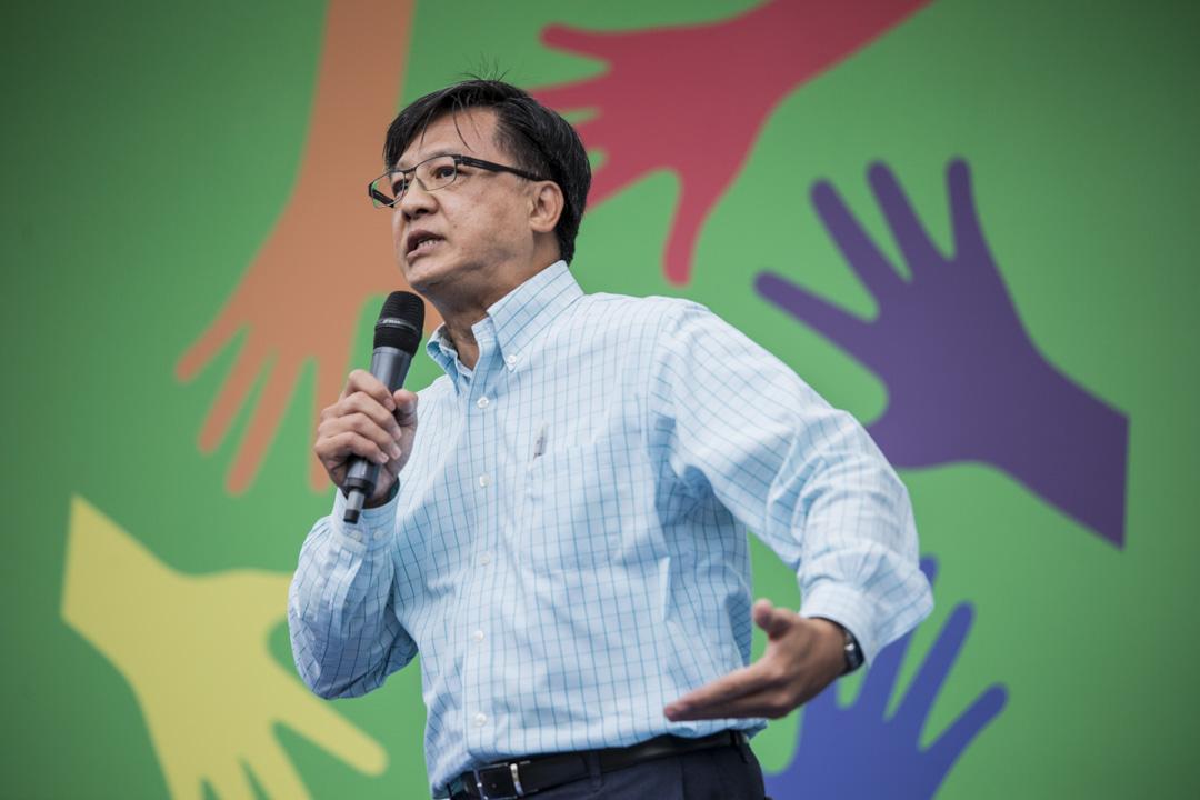 2019年8月3日,香港政研會於維多利亞公園舉行「希望明天」集會,何君堯上台發言。 攝:林振東/端傳媒