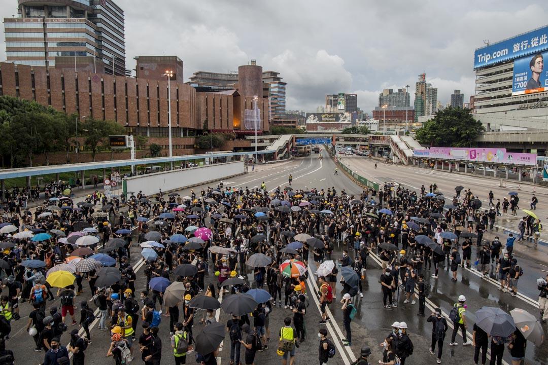 2019年8月3日,示威者佔領紅隧九龍出口行車線約25分鐘後,撒離現場。