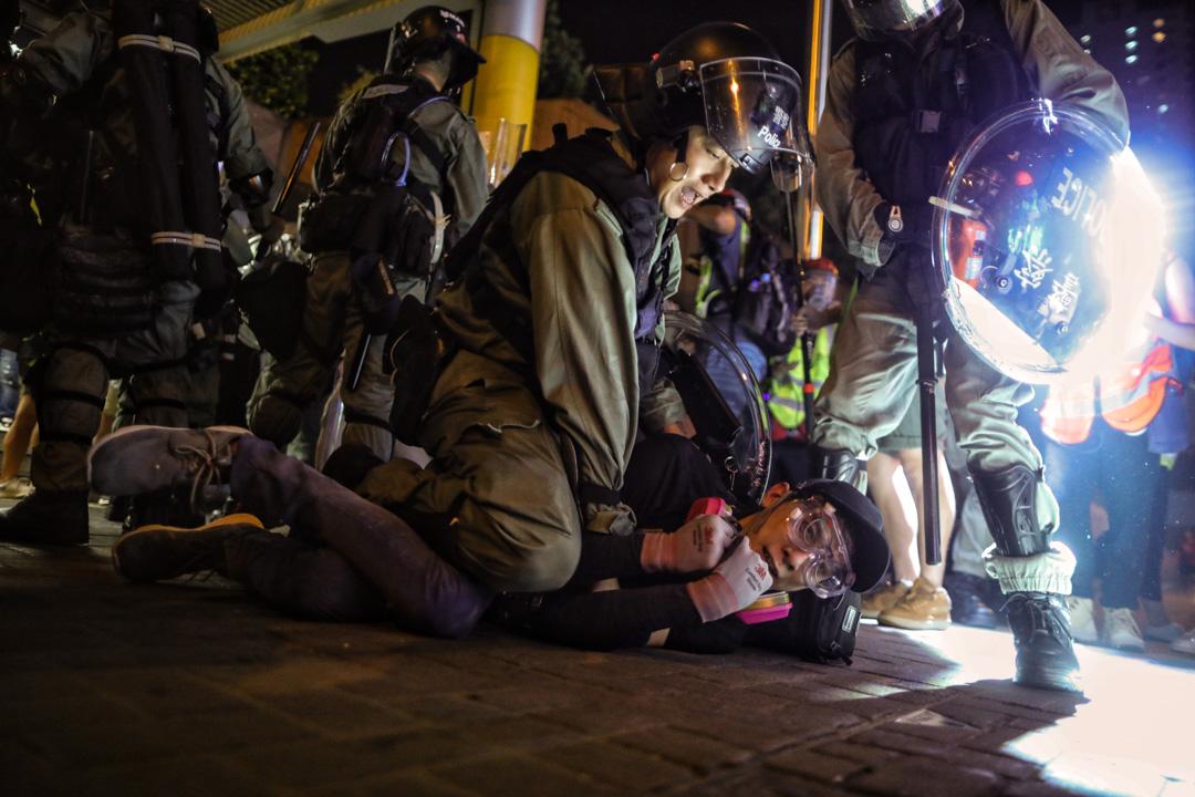 2019年8月24日,「燃點香港,全民覺醒」的觀塘遊行,遊行後警民爆發多輪衝突,警方拘捕示威者。