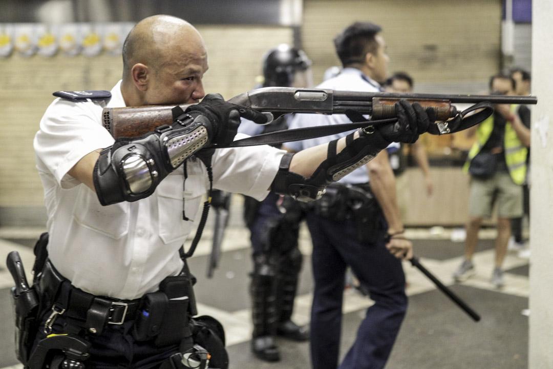 2019年7月30日,香港網民發起到葵涌警署聲援示威者行動,其後市民與警方爆發衝突,一名「光頭」警長多次舉起黑色霰彈槍瞄準市民。
