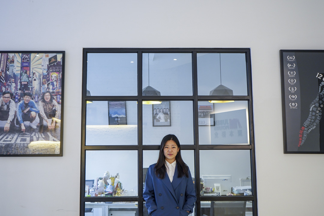 王魯娜參與製片的電影至今有三部,最初的作品是陳可辛執導的《中國合作人》(2013);一年後是探討大陸法律題材的《十二公民》(2014)。