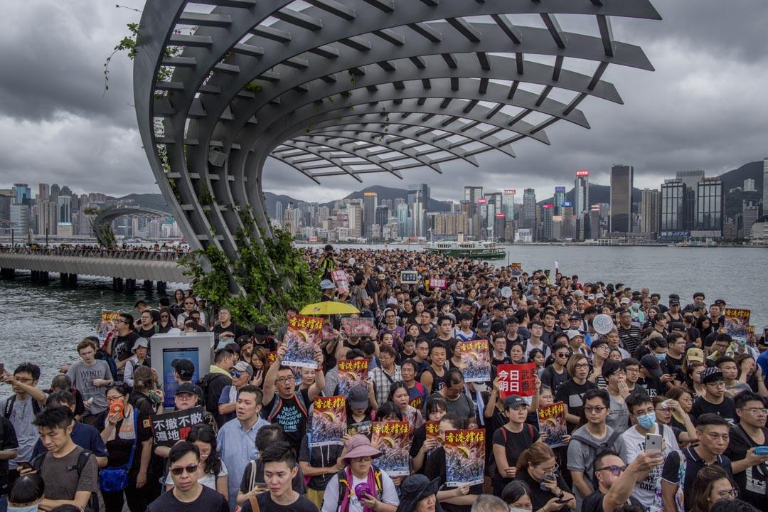 2019年7月7日,香港九龍區反修例大遊行,遊行人士在星光大道集合準備出發。