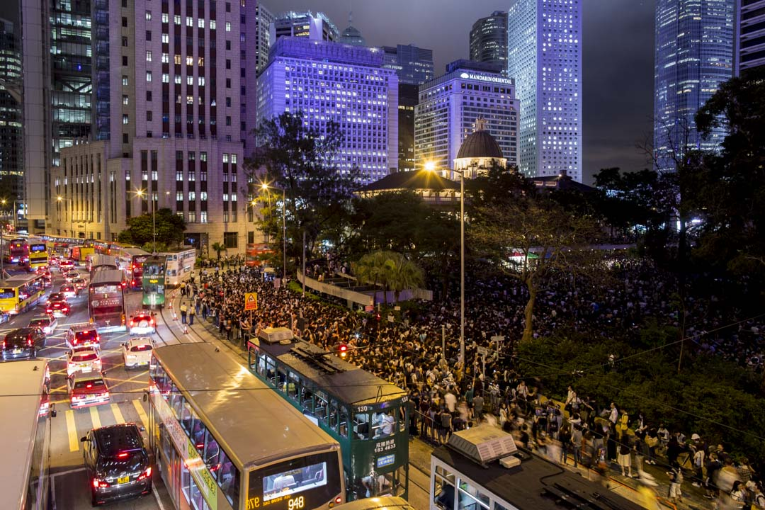 2019年8月2日,香港公務員在中環遮打花園發起的集會,人潮延至遮打花園外圍馬路天橋。