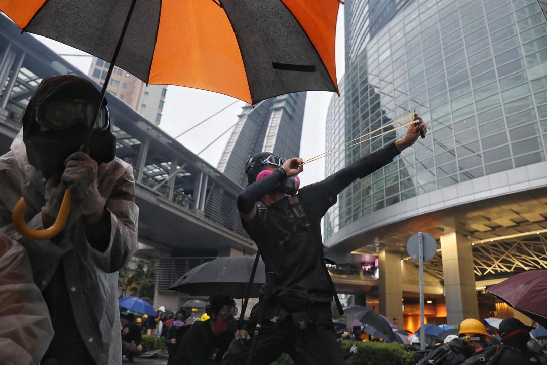 2019年8月25日,「荃葵青」遊行後,警民在楊屋道如心廣場對出爆發持續警民衝突。
