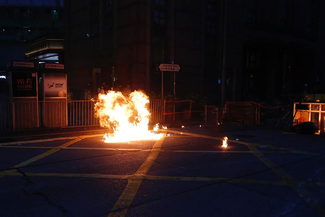 灣仔現場,警方施放催淚彈。