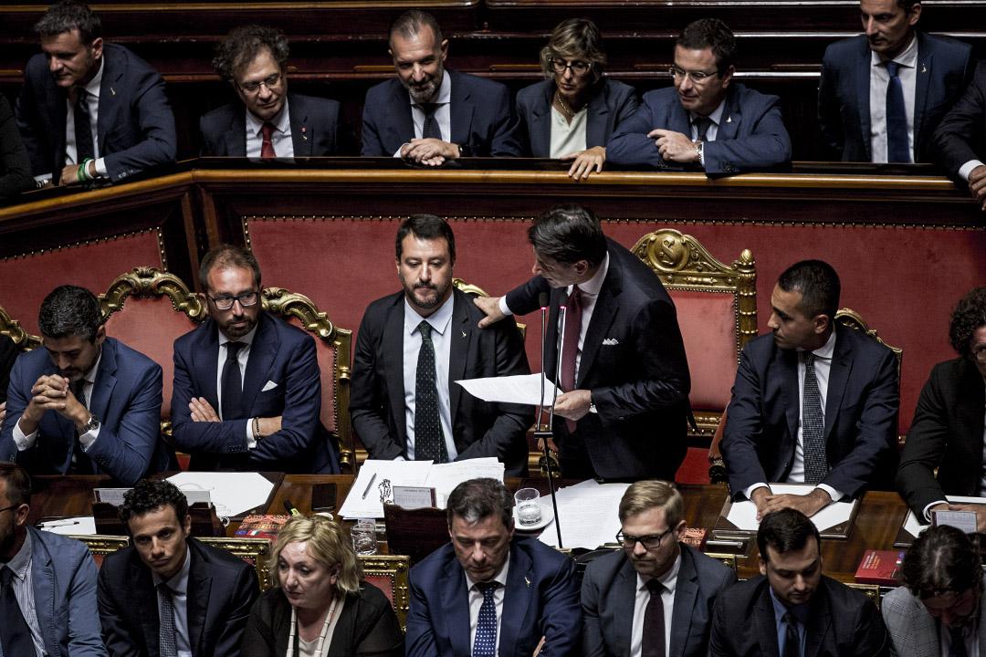 2019年8月20日,意大利總理孔特在意大利羅馬的參議院,旁邊是薩爾維尼。