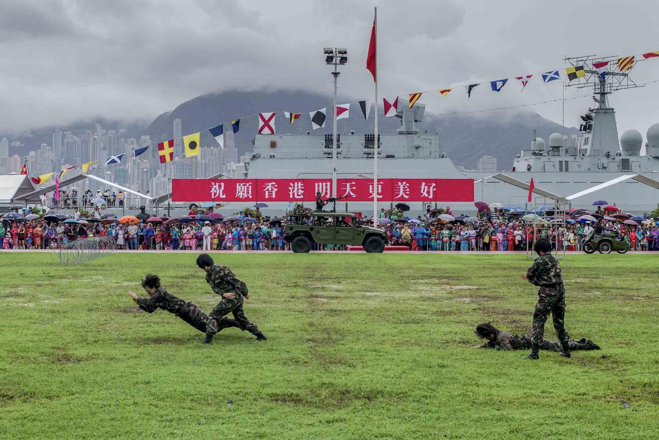 2017年7月8日,香港回歸20年,解放軍昂船洲軍營開放日。 攝:林振東/端傳媒