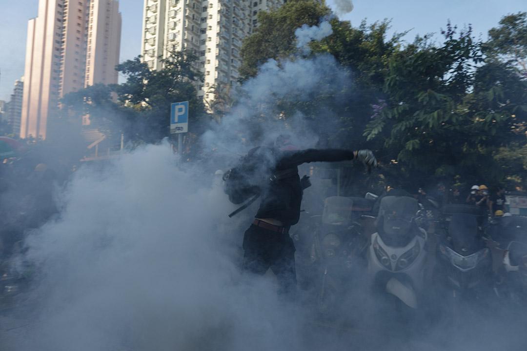 2019年8月5日,黃大仙警察施放催淚彈。
