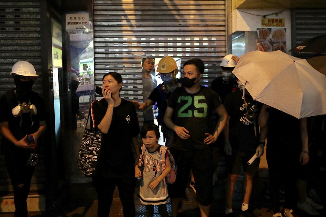 示威者遊行至北角,一度與地區人士發生衝突。