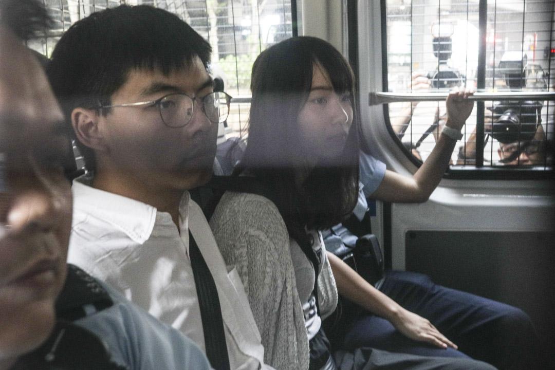 2019年8月30日,黃之鋒及周庭於早上分別被捕,並即日被押送到東區法院提堂。 攝:Stanley Leung/端傳媒