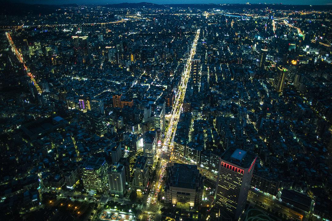 101大樓俯看的台北夜景。 攝:陳焯煇/端傳媒