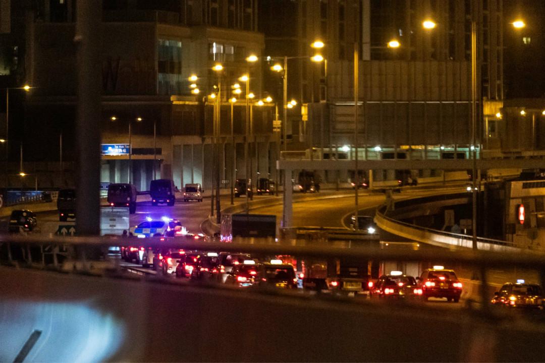 2019年8月29日凌晨,香港街頭出現大量軍車,新華社隨後宣布為駐港部隊例行輪換。 攝:Billy H.C. Kwok/Getty Images